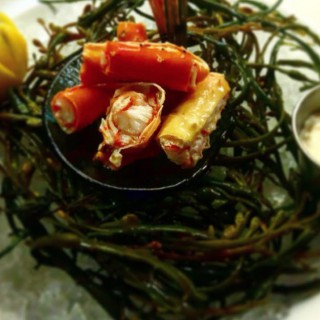 Blue Seafood Bar Bottomless Brunch $36, Lunch $20