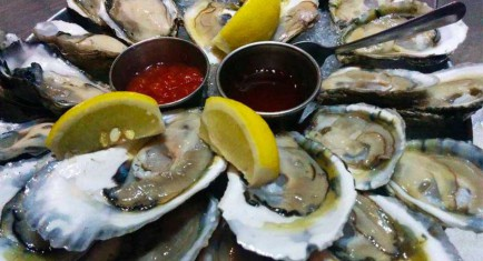 OFF THE HOOK RAW BAR & GRILL - ASTORIA
